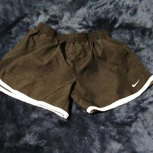 Boys or Girls lack Nike lined Shorts, Toddler L